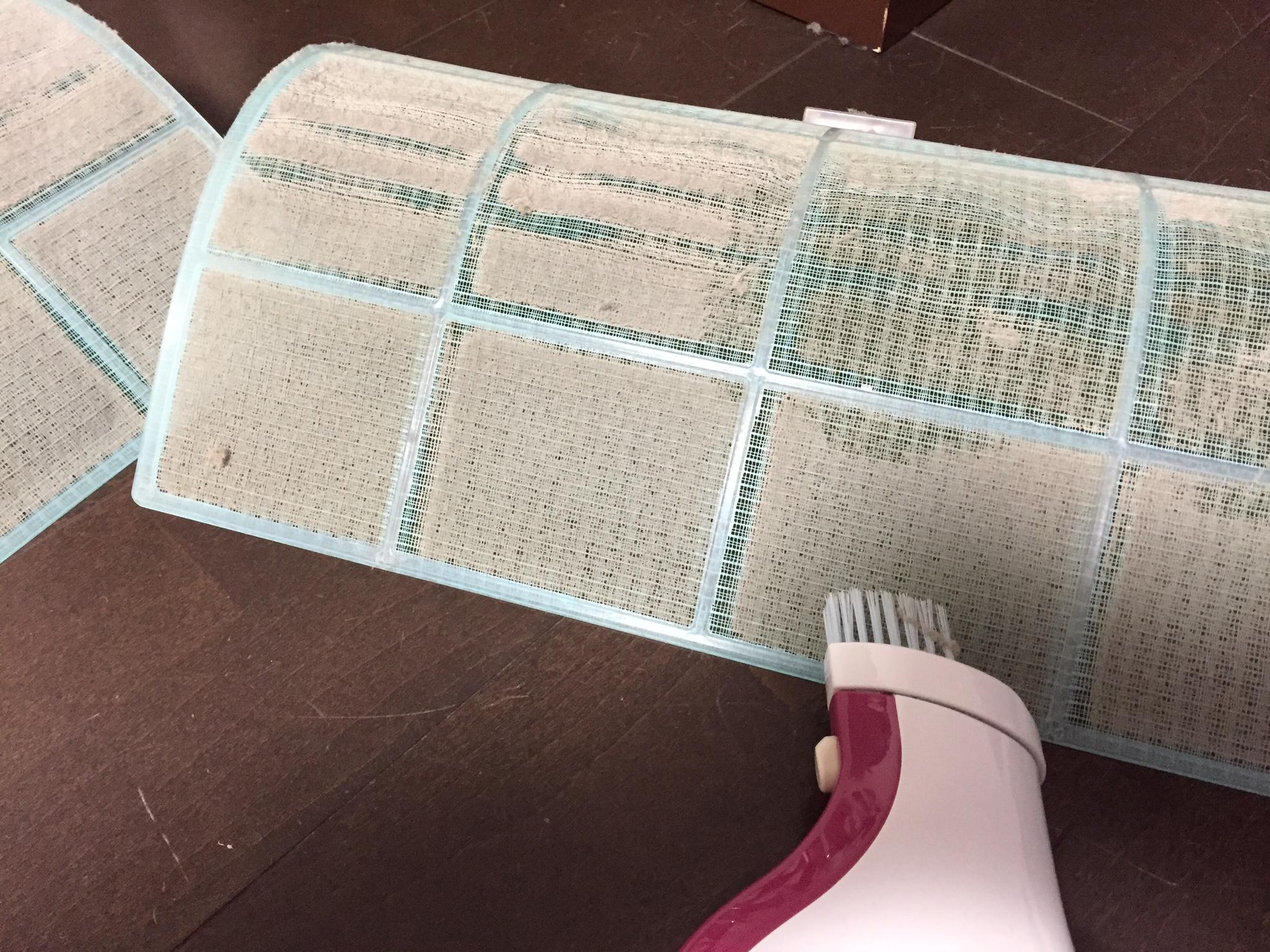 冬の電気代節約にエアコンフィルターの掃除