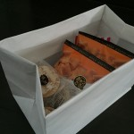 紙袋を使ってお菓子を収納